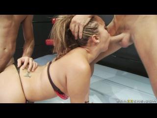 Сисястые сучки трахают мужиков на ринге
